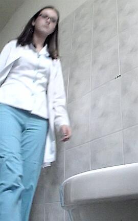 Видео женский туалет форум